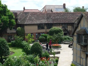 Shakespeare Birthplace courtyard closer view